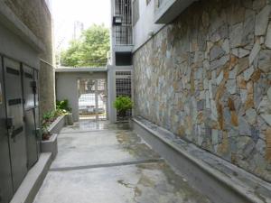 Apartamento En Alquiler En Caracas - Colinas de Bello Monte Código FLEX: 20-12087 No.1