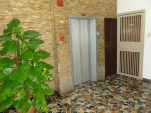 Apartamento En Alquiler En Caracas - Colinas de Bello Monte Código FLEX: 20-12087 No.3