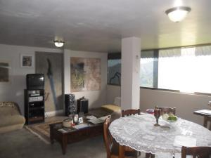 Casa En Venta En Caracas - Bosques de la Lagunita Código FLEX: 20-12091 No.2
