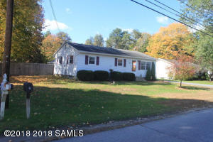 7 Wintergreen Rd, Queensbury Main Photo