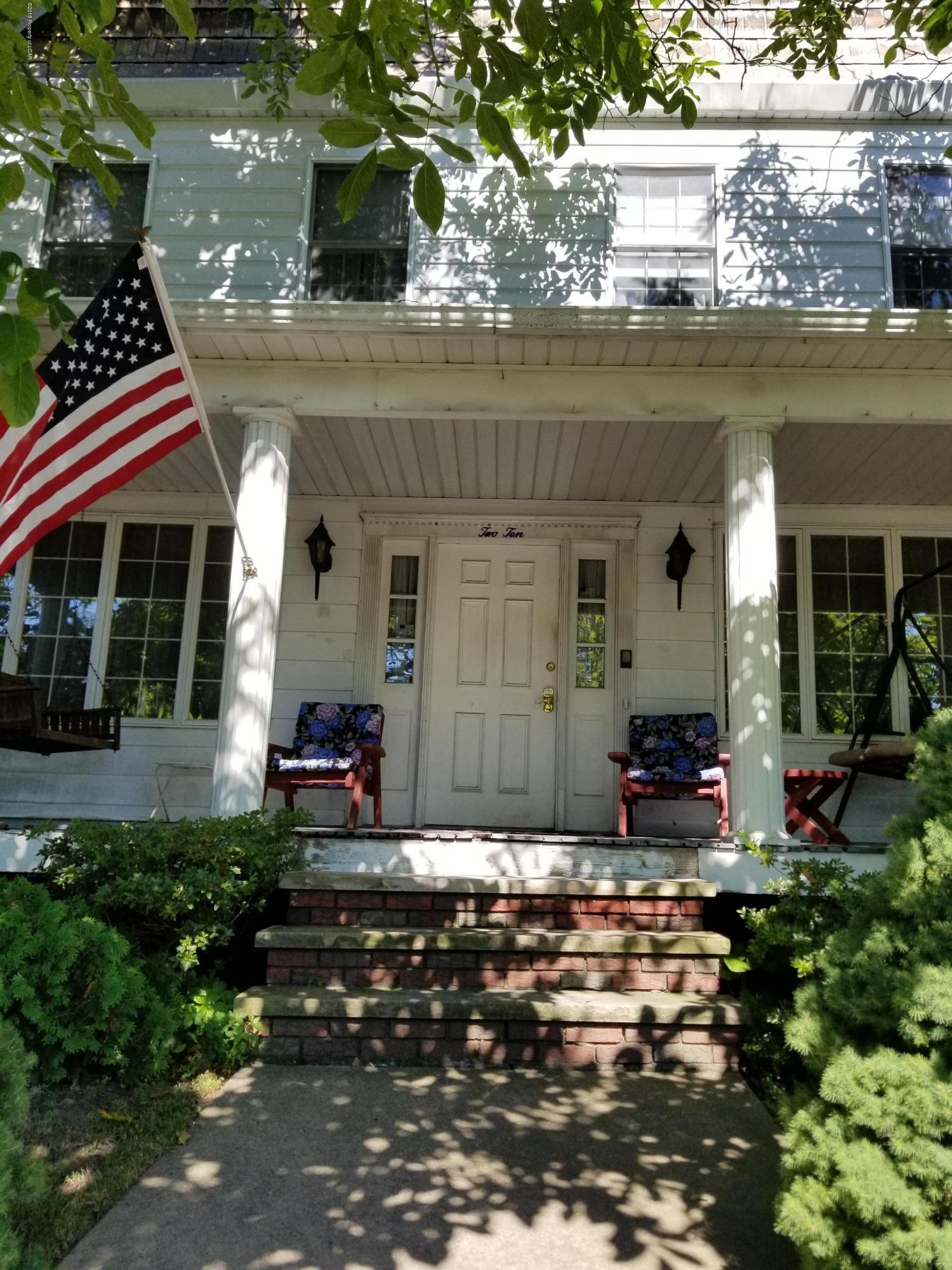 Front porch 210 Vine