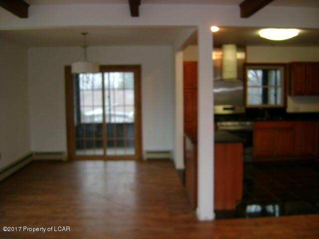Queen Row Homes Valley bi levels 011