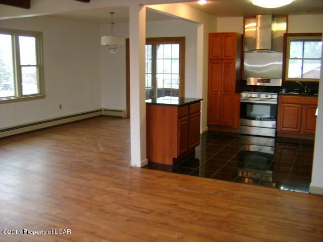 Queen Row Homes Valley bi levels 023