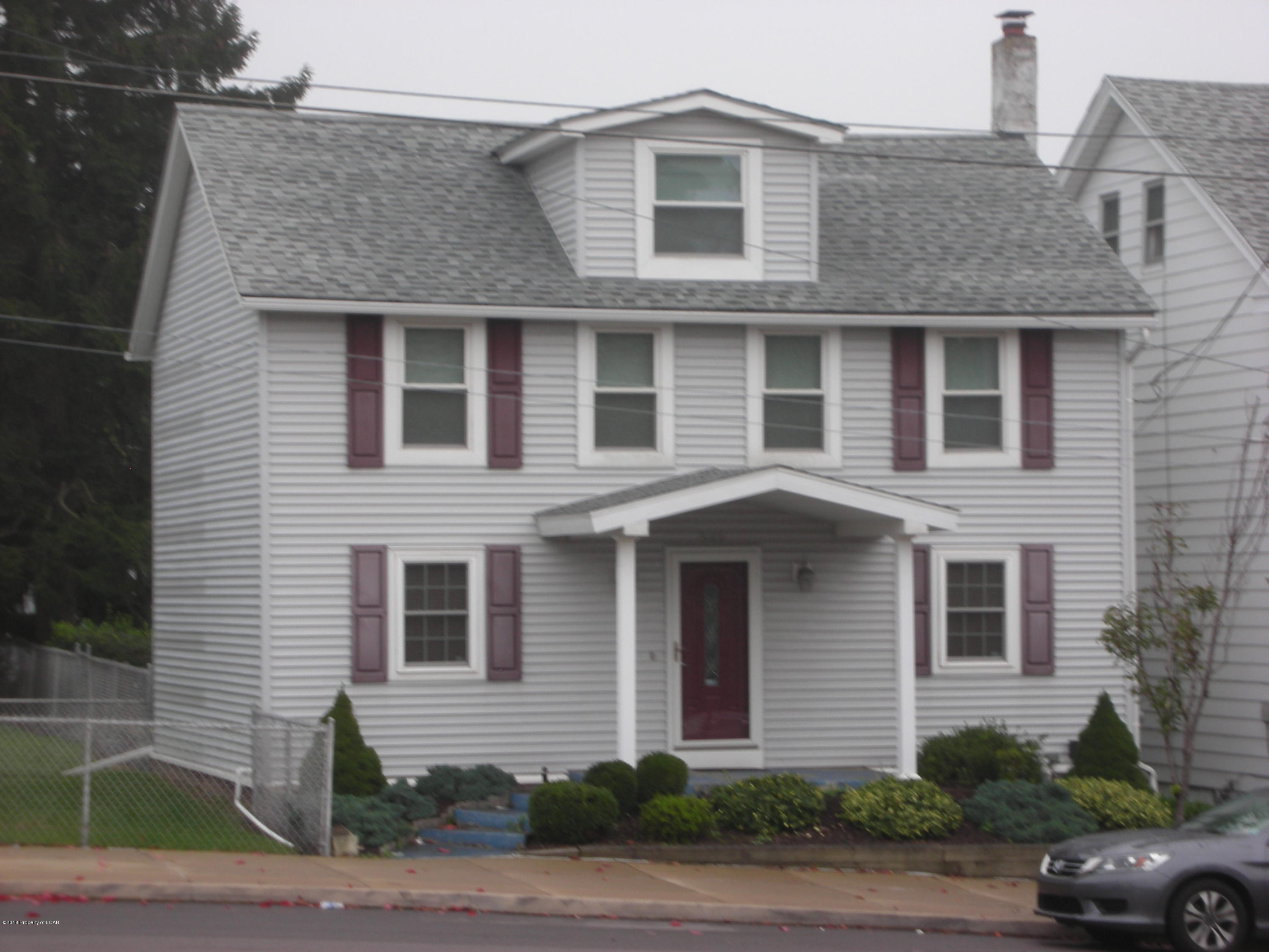Home For Sale At 542 E Broad 1iuf66jqhxyn In Hazleton Pa For