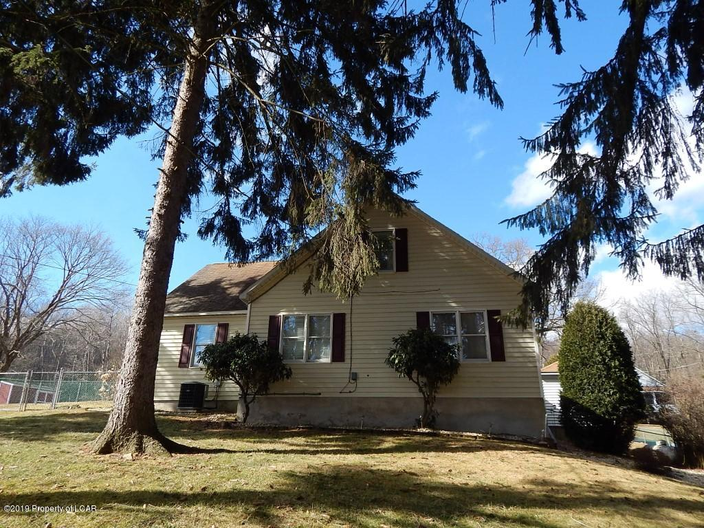 Home For Sale At 4 Menhennett 1iuf66l31ye2 In Harding, PA For $182,000