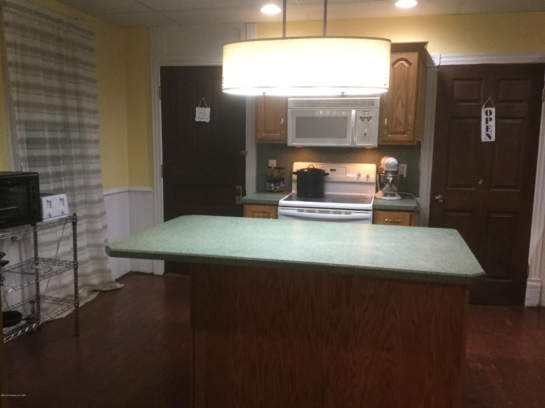 Kitchen w/Center Island
