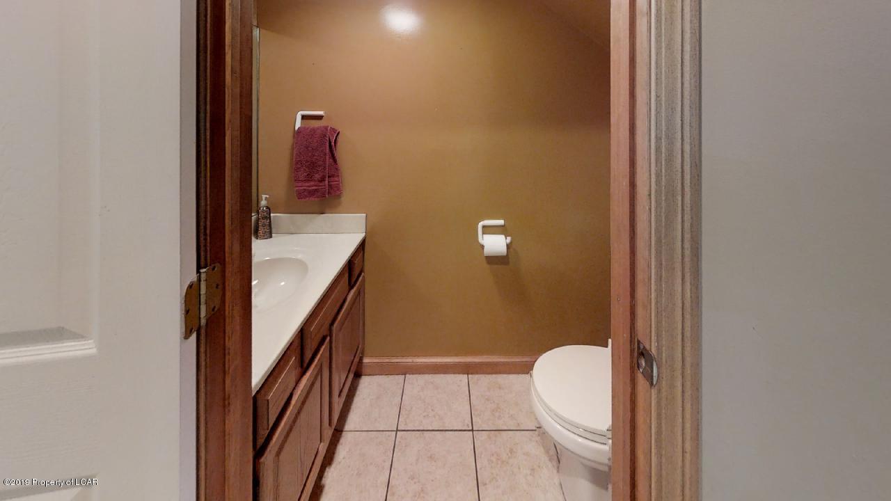 118-S-Thomas-Bathroom