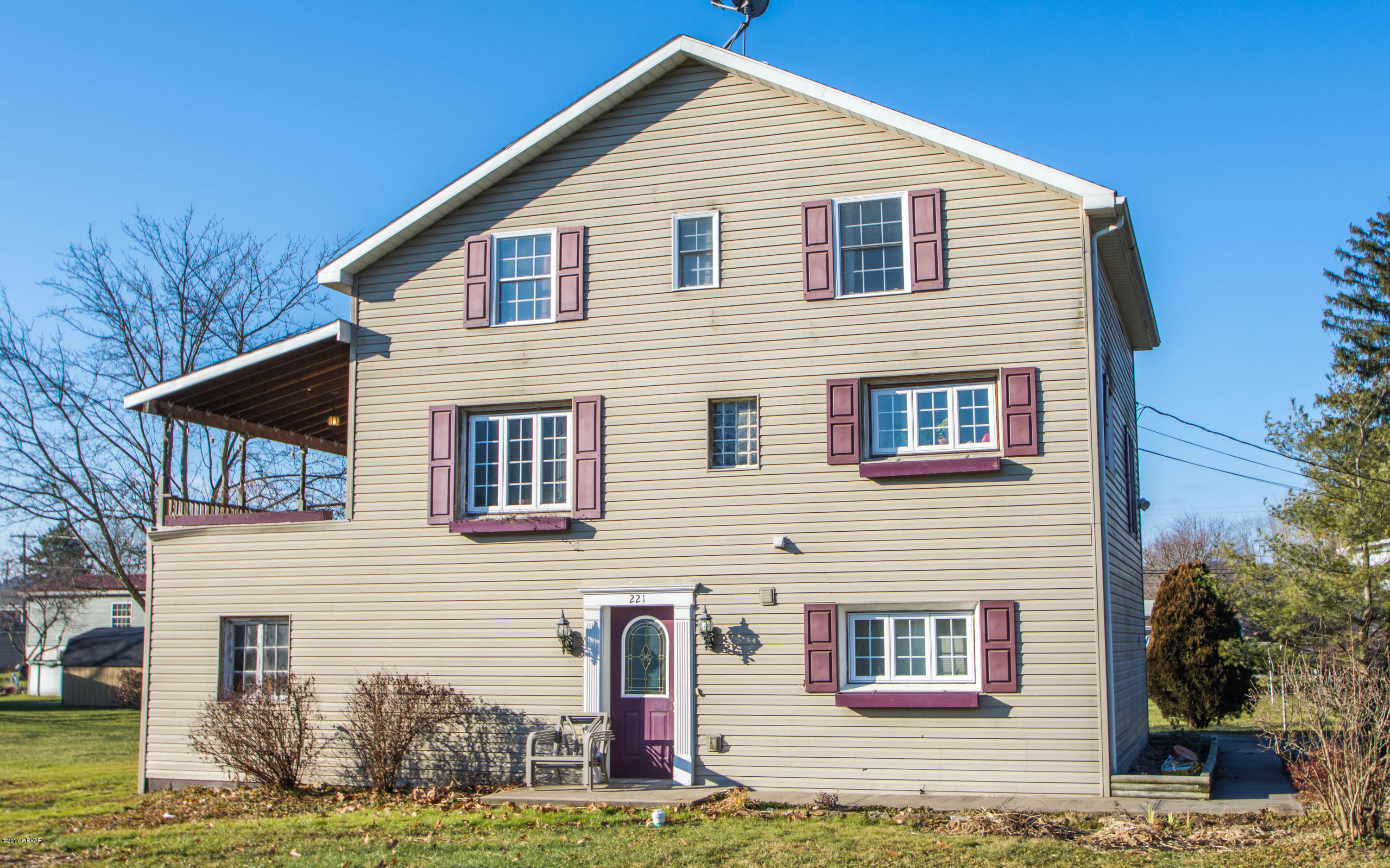221 FREDERICK STREET,Mill Hall,PA 17751,3 Bedrooms Bedrooms,3 BathroomsBathrooms,Residential,FREDERICK,WB-82823