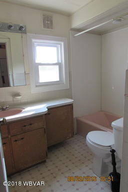 124 FAIRVIEW STREET,Lock Haven,PA 17745,3 Bedrooms Bedrooms,Residential,FAIRVIEW,WB-85985