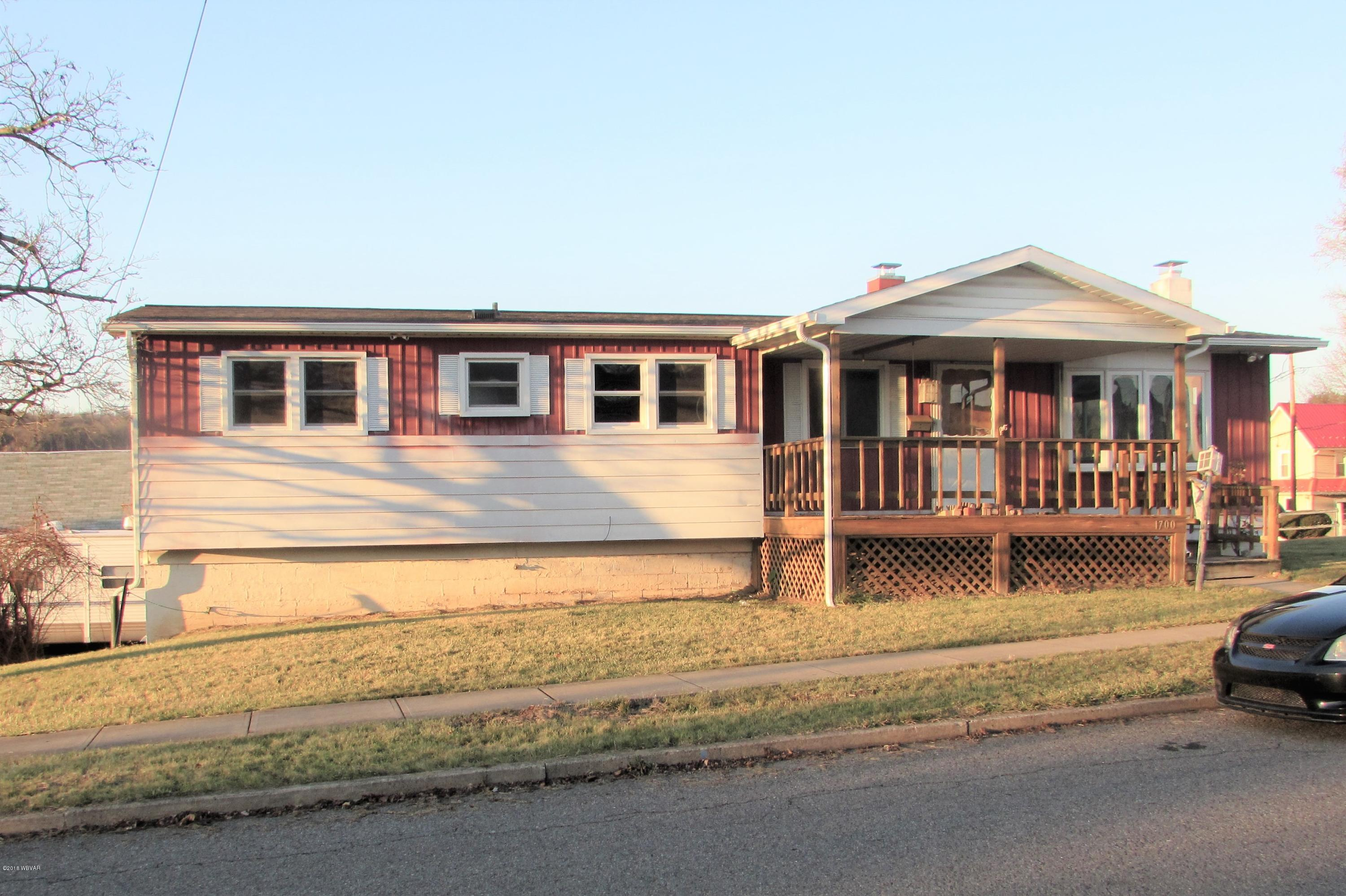 1700 WALNUT STREET,Jersey Shore,PA 17740,3 Bedrooms Bedrooms,2 BathroomsBathrooms,Residential,WALNUT,WB-86042