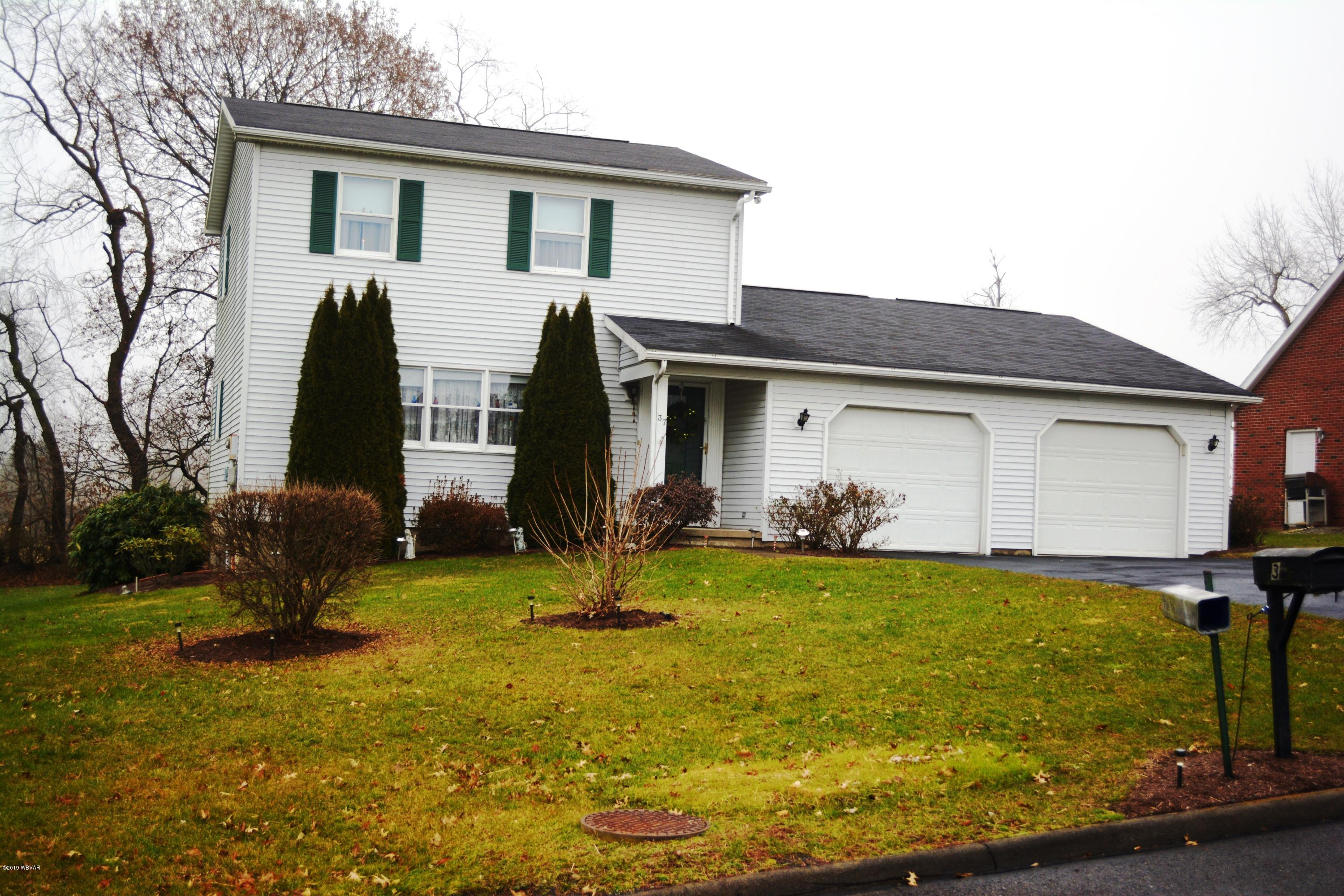 37 CARDINAL DRIVE,Milton,PA 17847,3 Bedrooms Bedrooms,3 BathroomsBathrooms,Residential,CARDINAL,WB-86137