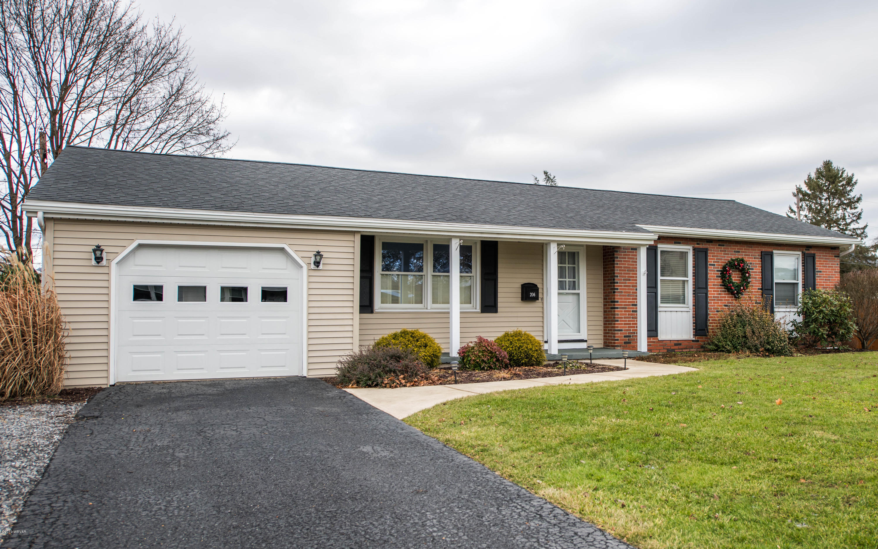 206 CEDAR LANE,Mill Hall,PA 17751,3 Bedrooms Bedrooms,1 BathroomBathrooms,Residential,CEDAR,WB-86149