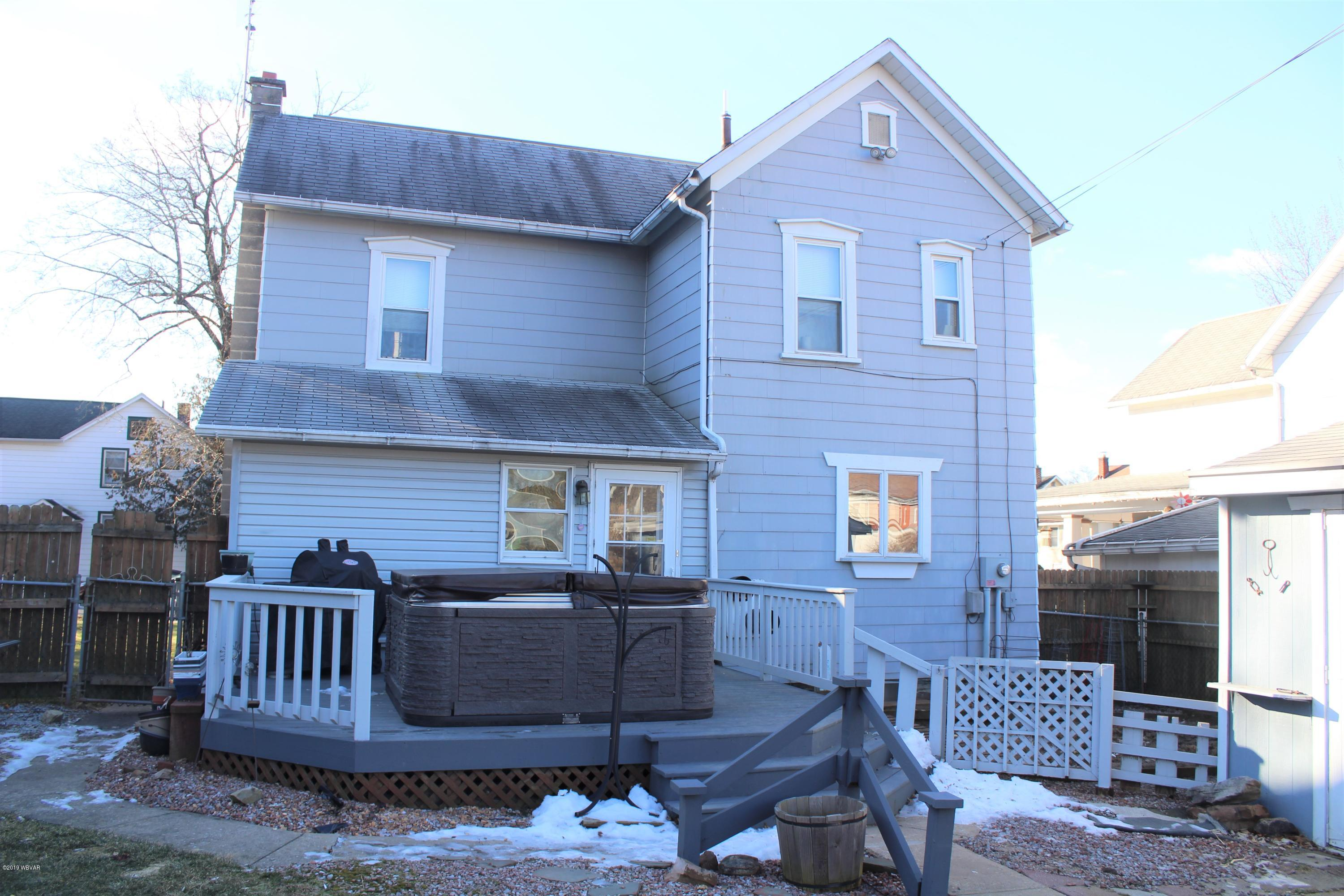 15 MAPLE AVENUE,Williamsport,PA 17701,3 Bedrooms Bedrooms,2 BathroomsBathrooms,Residential,MAPLE,WB-86402