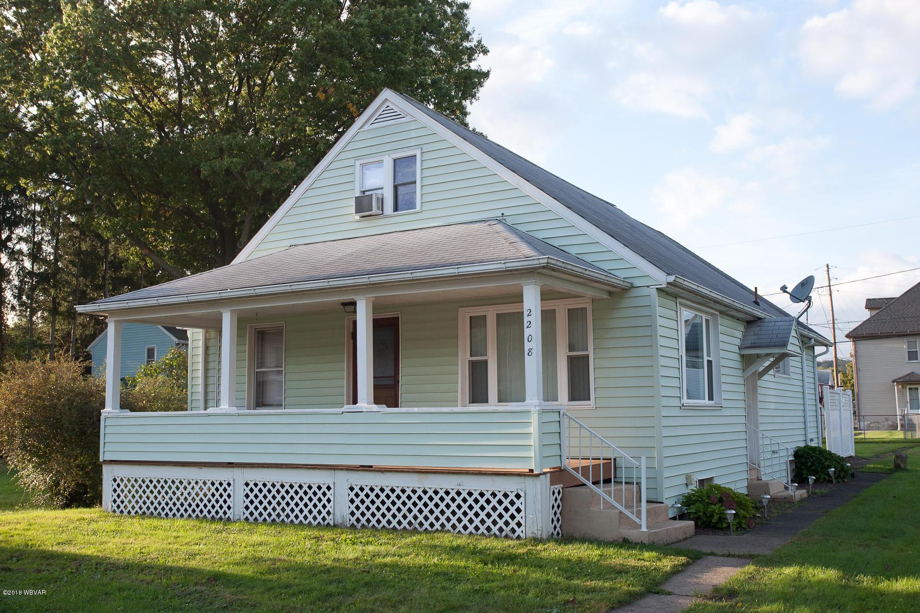 2208 ROYAL AVENUE,Williamsport,PA 17701,3 Bedrooms Bedrooms,2 BathroomsBathrooms,Residential,ROYAL,WB-86944