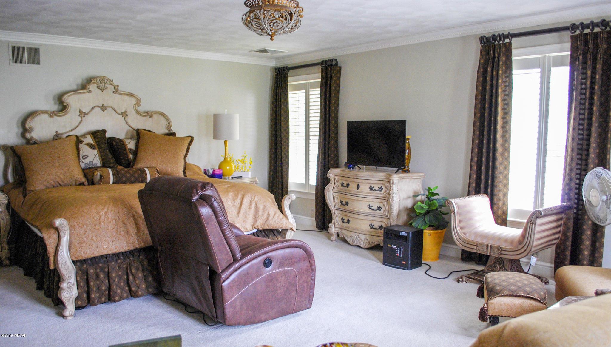 290 DOCHTER STREET,Jersey Shore,PA 17740,6 Bedrooms Bedrooms,4 BathroomsBathrooms,Residential,DOCHTER,WB-87006