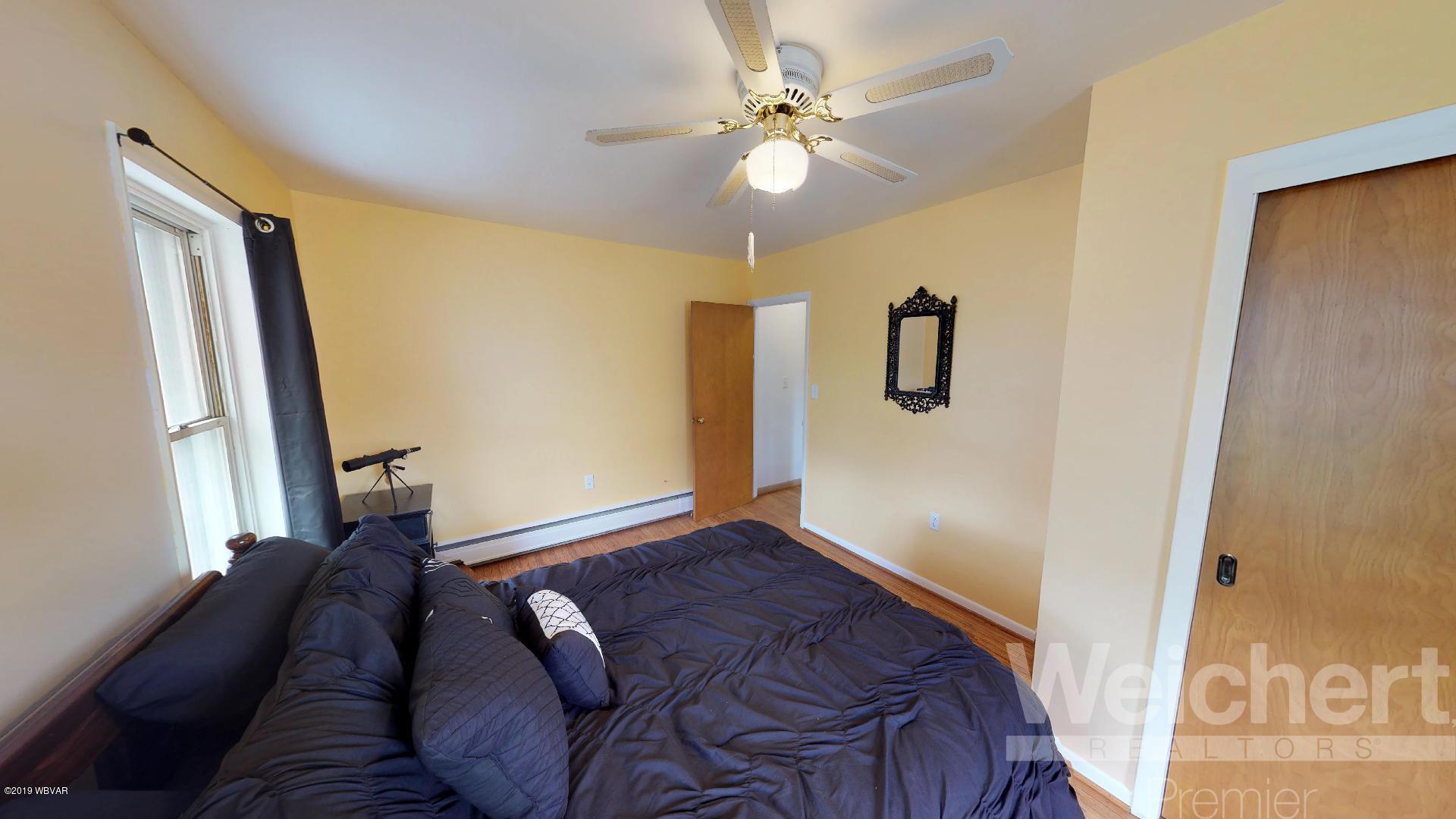 1004 ELIZABETH STREET,Williamsport,PA 17701,3 Bedrooms Bedrooms,1.5 BathroomsBathrooms,Residential,ELIZABETH,WB-87326