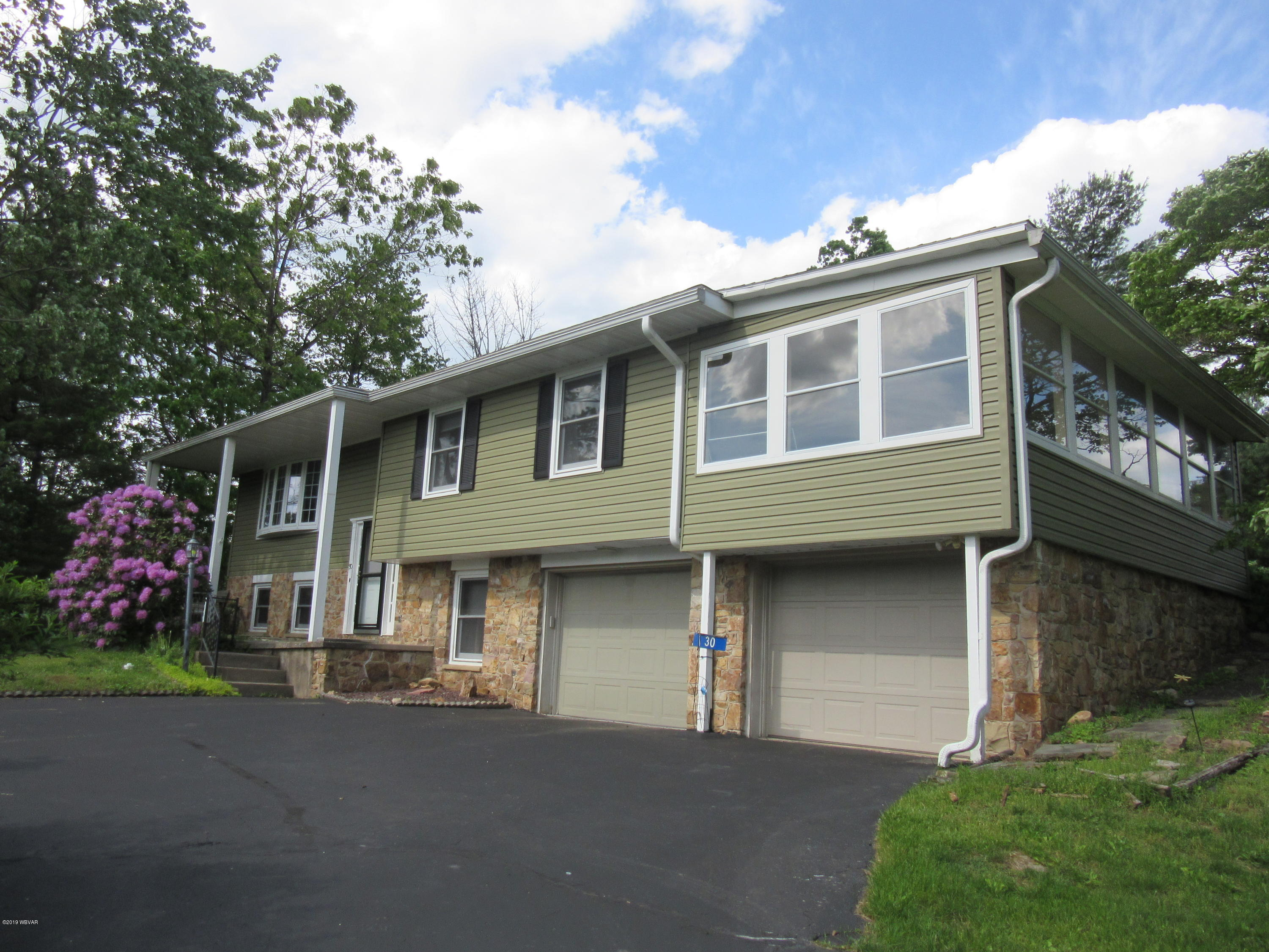 30 MOUNTAIN VIEW DRIVE,Lock Haven,PA 17745,4 Bedrooms Bedrooms,1.25 BathroomsBathrooms,Residential,MOUNTAIN VIEW,WB-87400