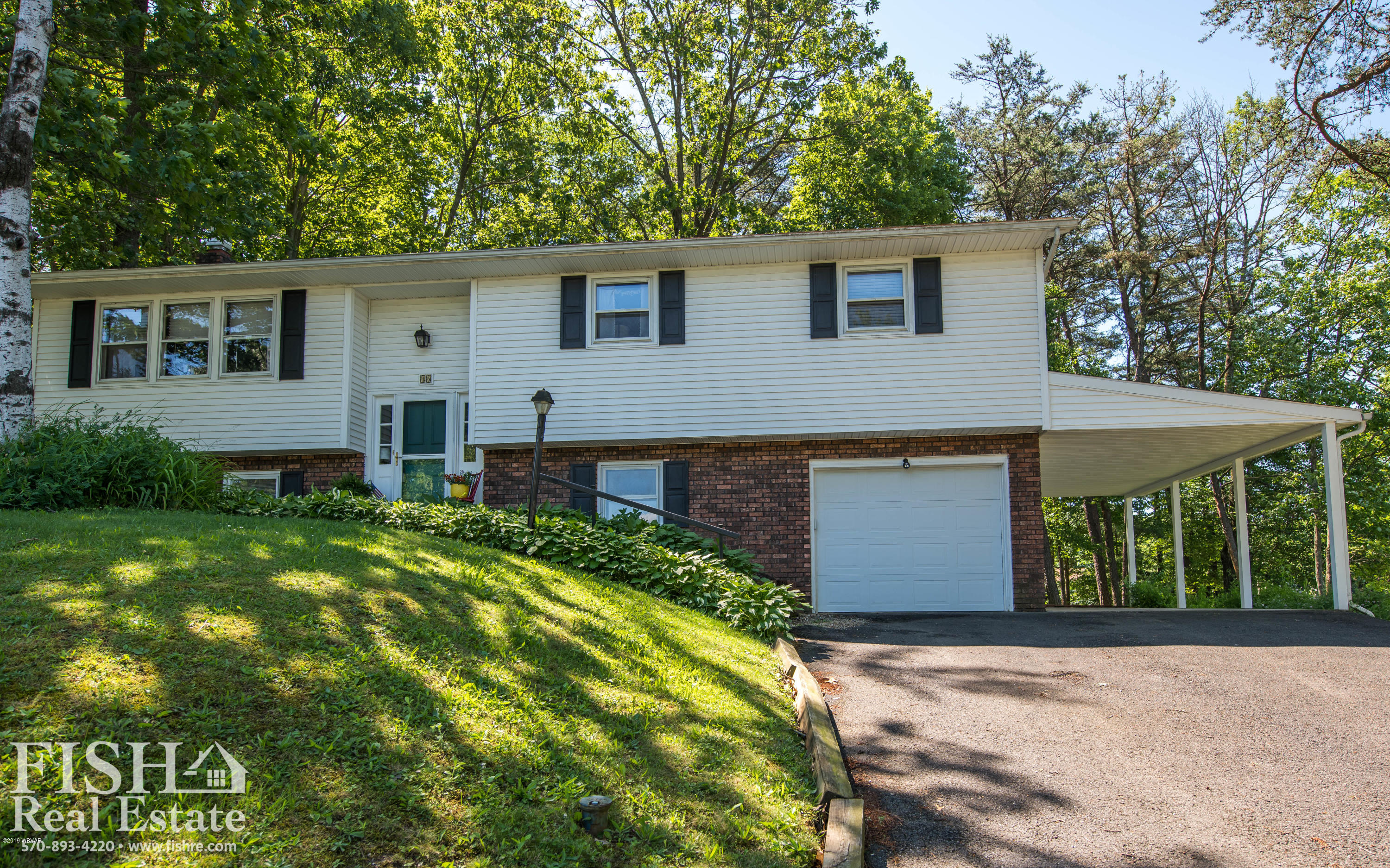 46 DOGWOOD DRIVE,Lock Haven,PA 17745,4 Bedrooms Bedrooms,3 BathroomsBathrooms,Residential,DOGWOOD,WB-87613