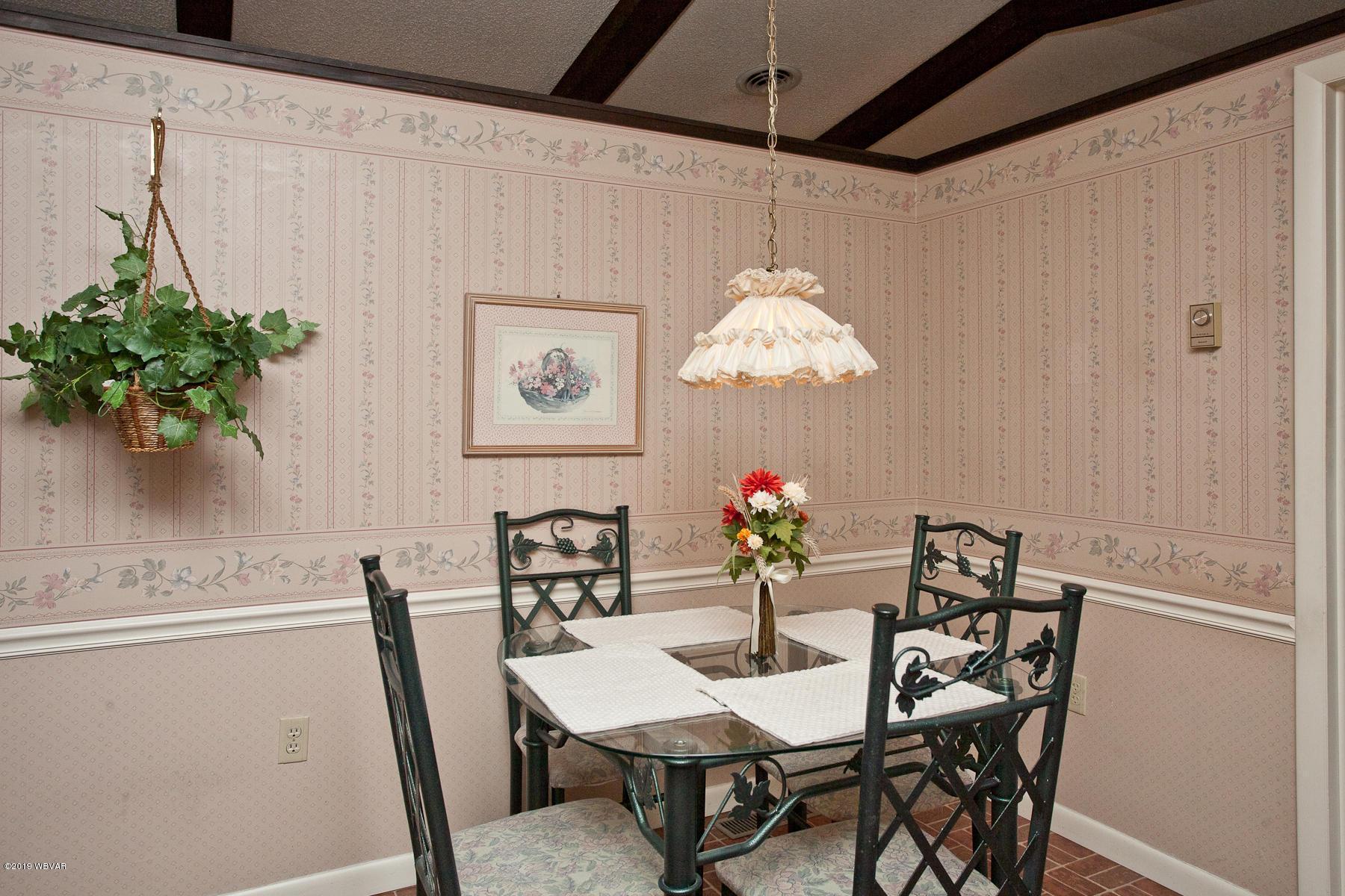116 ABERDEEN ROAD,Williamsport,PA 17701,4 Bedrooms Bedrooms,3 BathroomsBathrooms,Residential,ABERDEEN,WB-88520