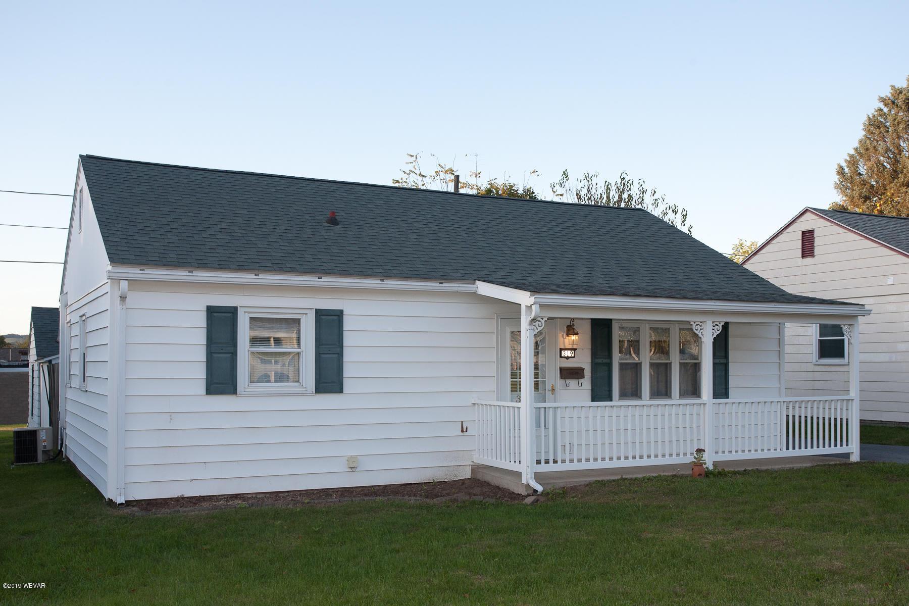 319 ECKMONT AVENUE,S. Williamsport,PA 17702,3 Bedrooms Bedrooms,1 BathroomBathrooms,Residential,ECKMONT,WB-88802