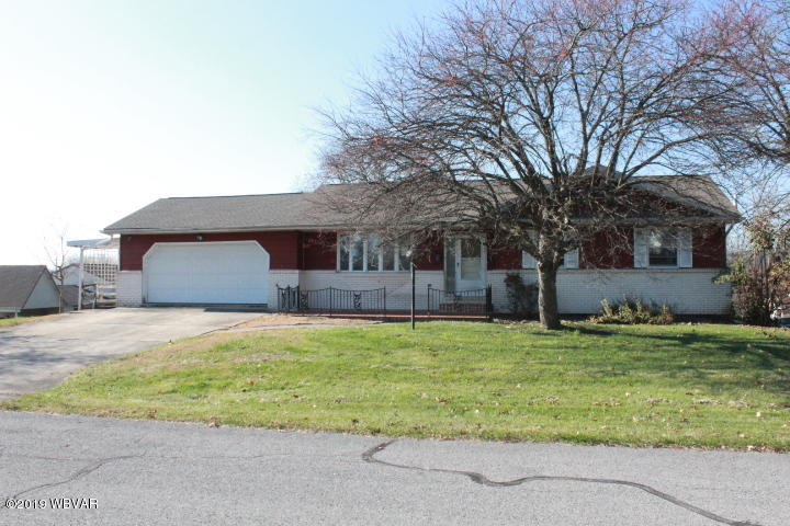 15 CRESTWOOD DRIVE,Danville,PA 17821,3 Bedrooms Bedrooms,1.75 BathroomsBathrooms,Residential,CRESTWOOD,WB-89107