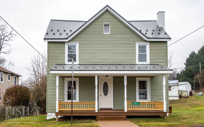 201 MCELHATTAN AVENUE,Lock Haven,PA 17745,3 Bedrooms Bedrooms,2 BathroomsBathrooms,Residential,MCELHATTAN,WB-89386