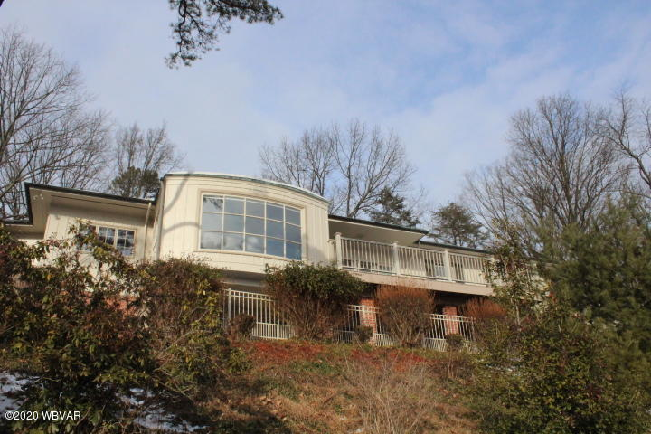 220 CLIFFSIDE DRIVE,Williamsport,PA 17701,4 Bedrooms Bedrooms,4 BathroomsBathrooms,Residential,CLIFFSIDE,WB-89440
