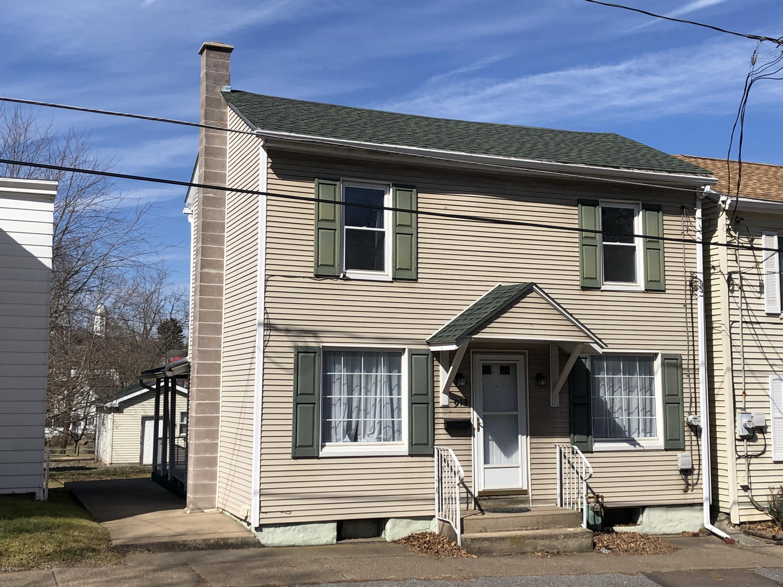 913 RAILROAD STREET,Danville,PA 17821,3 Bedrooms Bedrooms,1.5 BathroomsBathrooms,Residential,RAILROAD,WB-89752