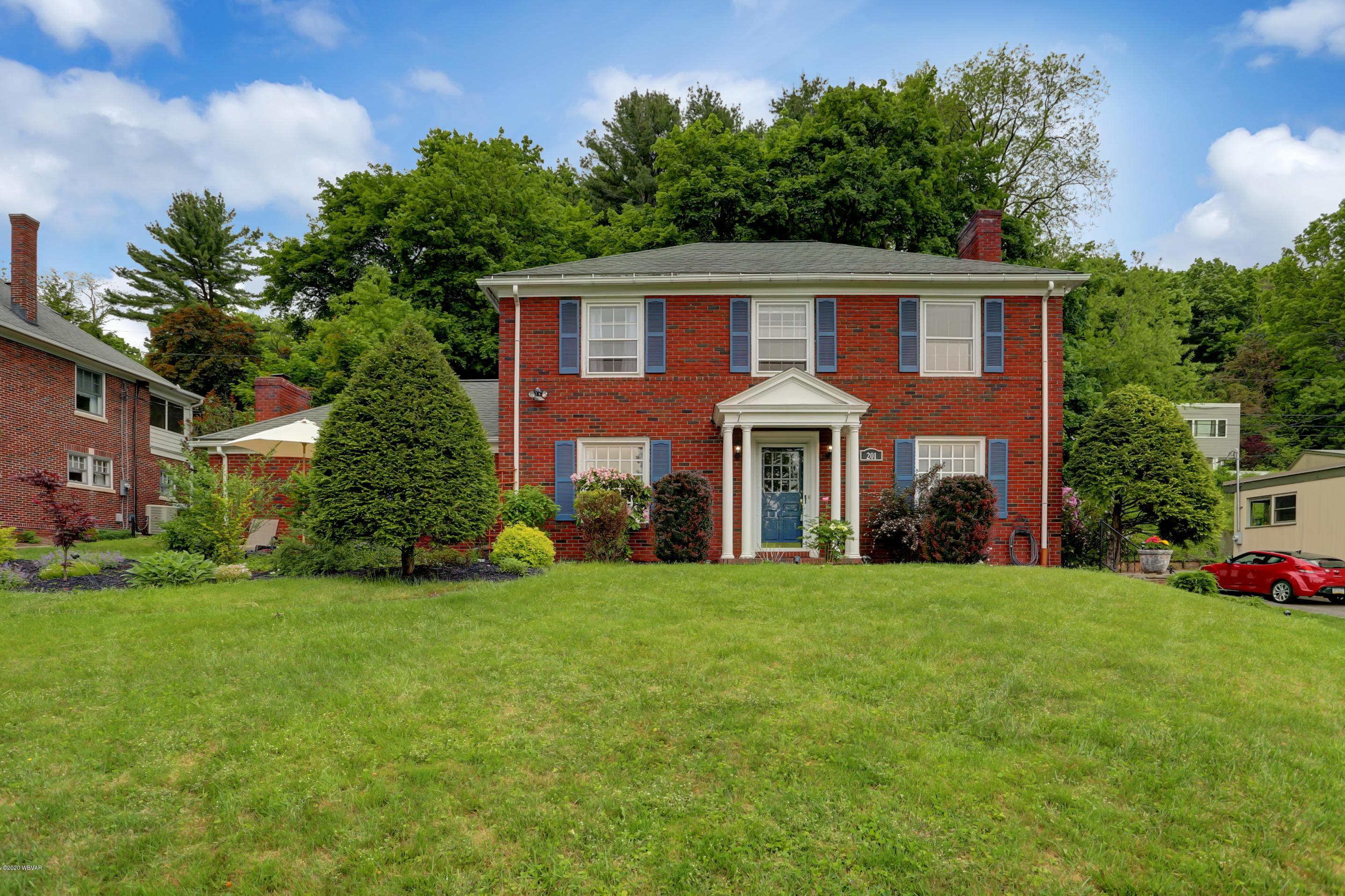 201 GRAMPIAN BOULEVARD,Williamsport,PA 17701,3 Bedrooms Bedrooms,3 BathroomsBathrooms,Residential,GRAMPIAN,WB-90181