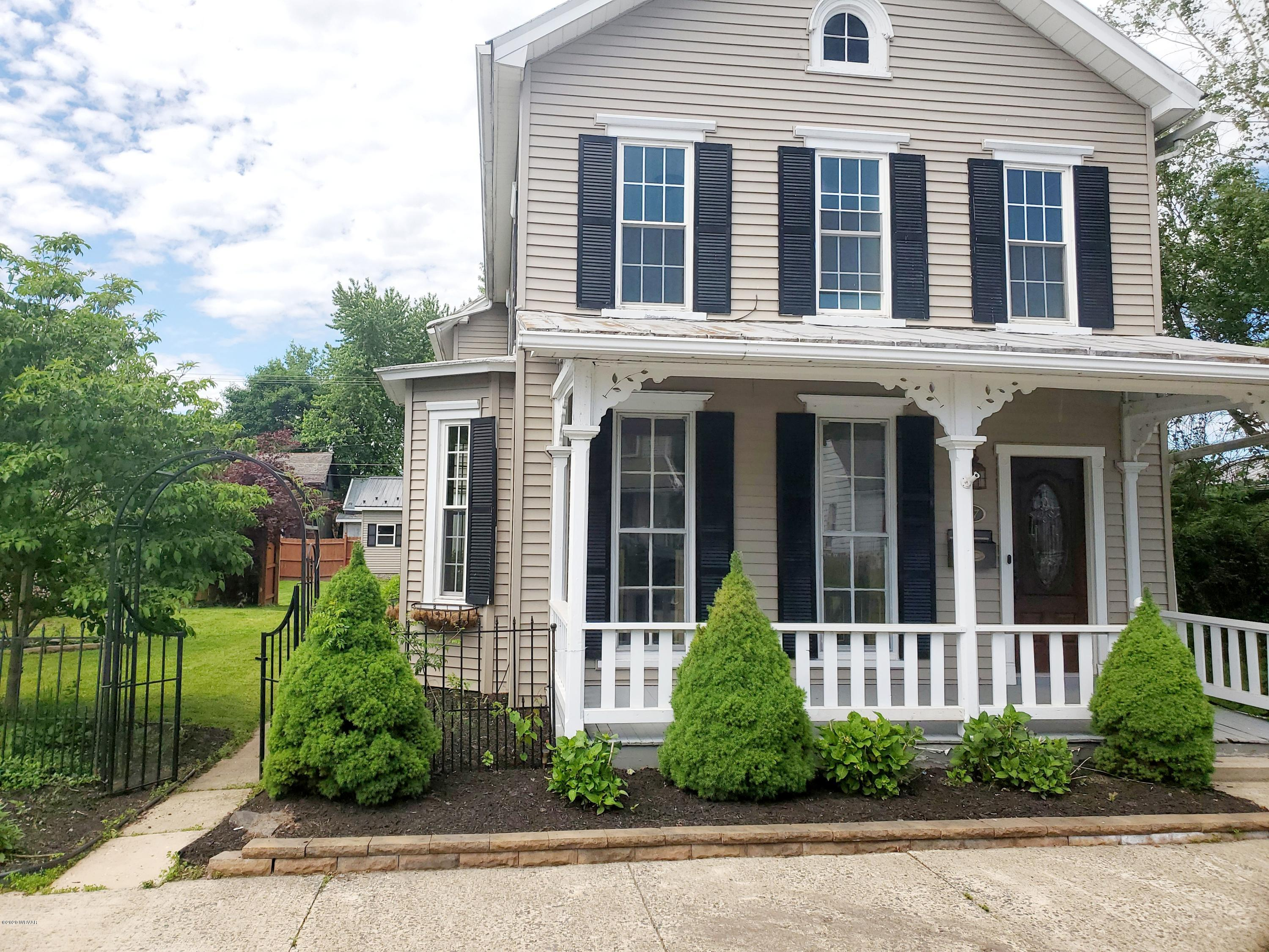 807 ASH STREET,Watsontown,PA 17777,4 Bedrooms Bedrooms,2 BathroomsBathrooms,Residential,ASH,WB-90202