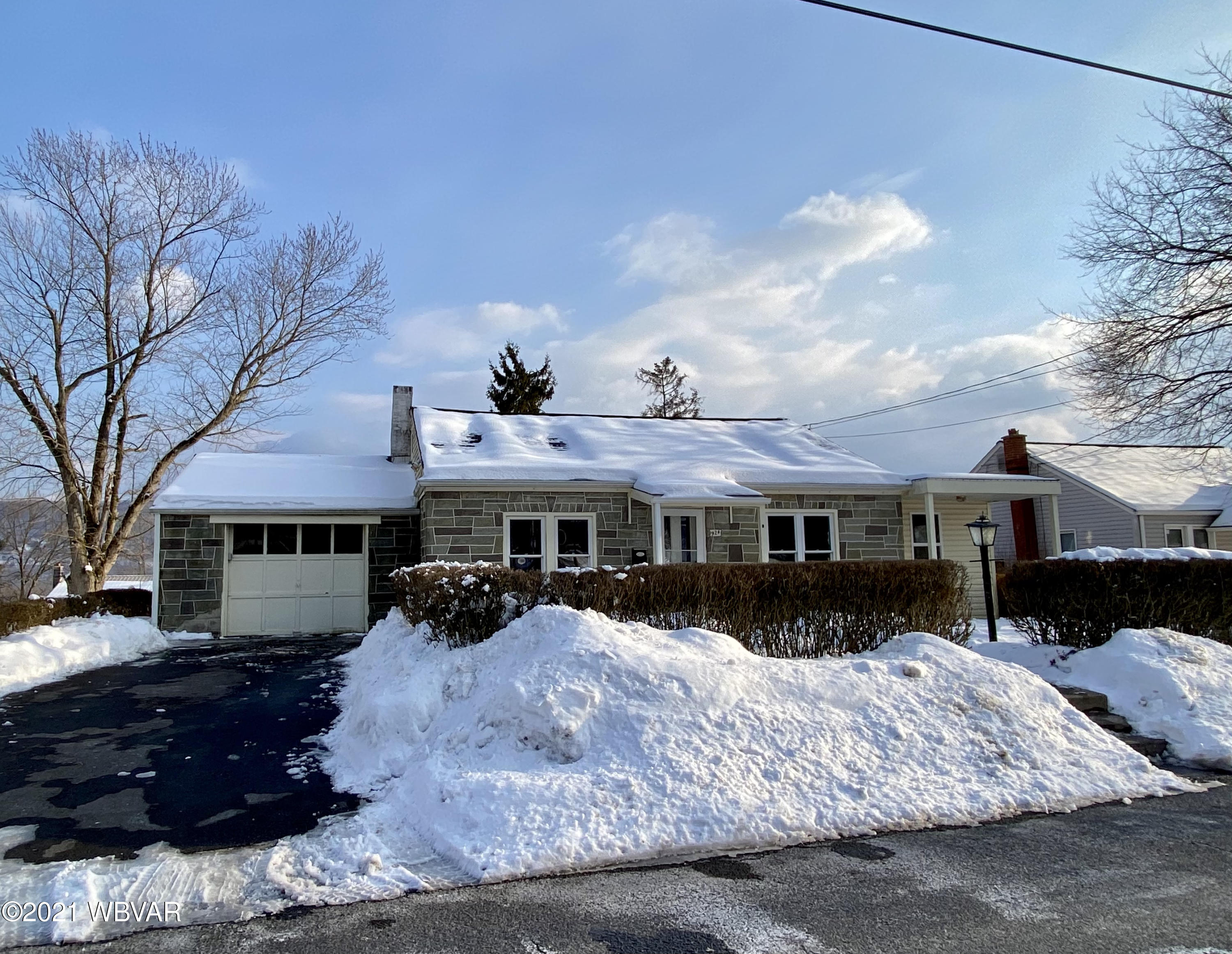 924 4TH STREET, Lock Haven, PA 17745, 3 Bedrooms Bedrooms, ,1 BathroomBathrooms,Residential,For sale,4TH,WB-91922