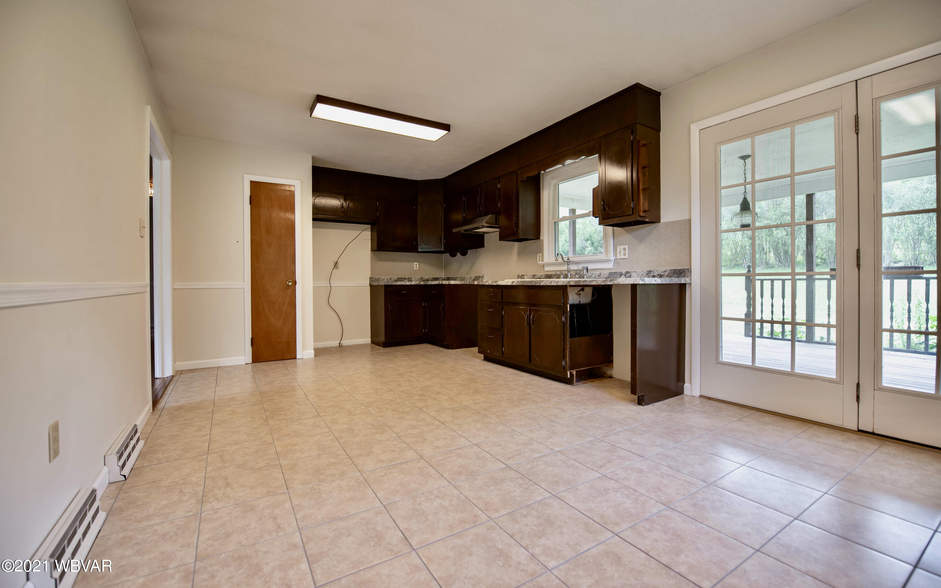 Kitchen/Dining Combo