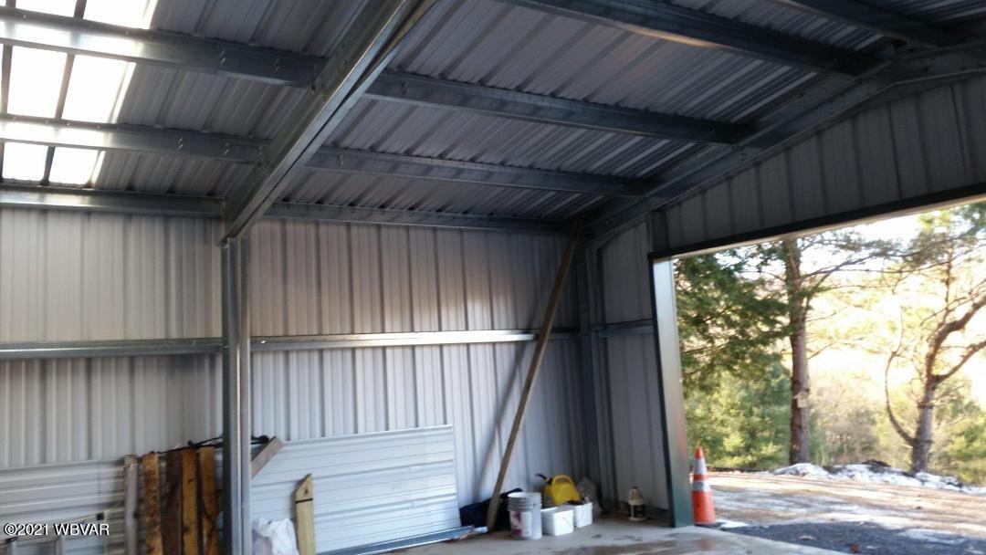 Garage int 1