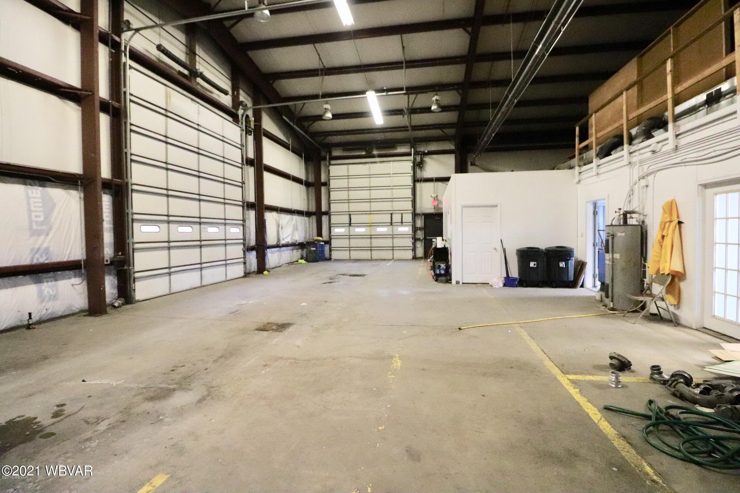 2 Tyler garage space