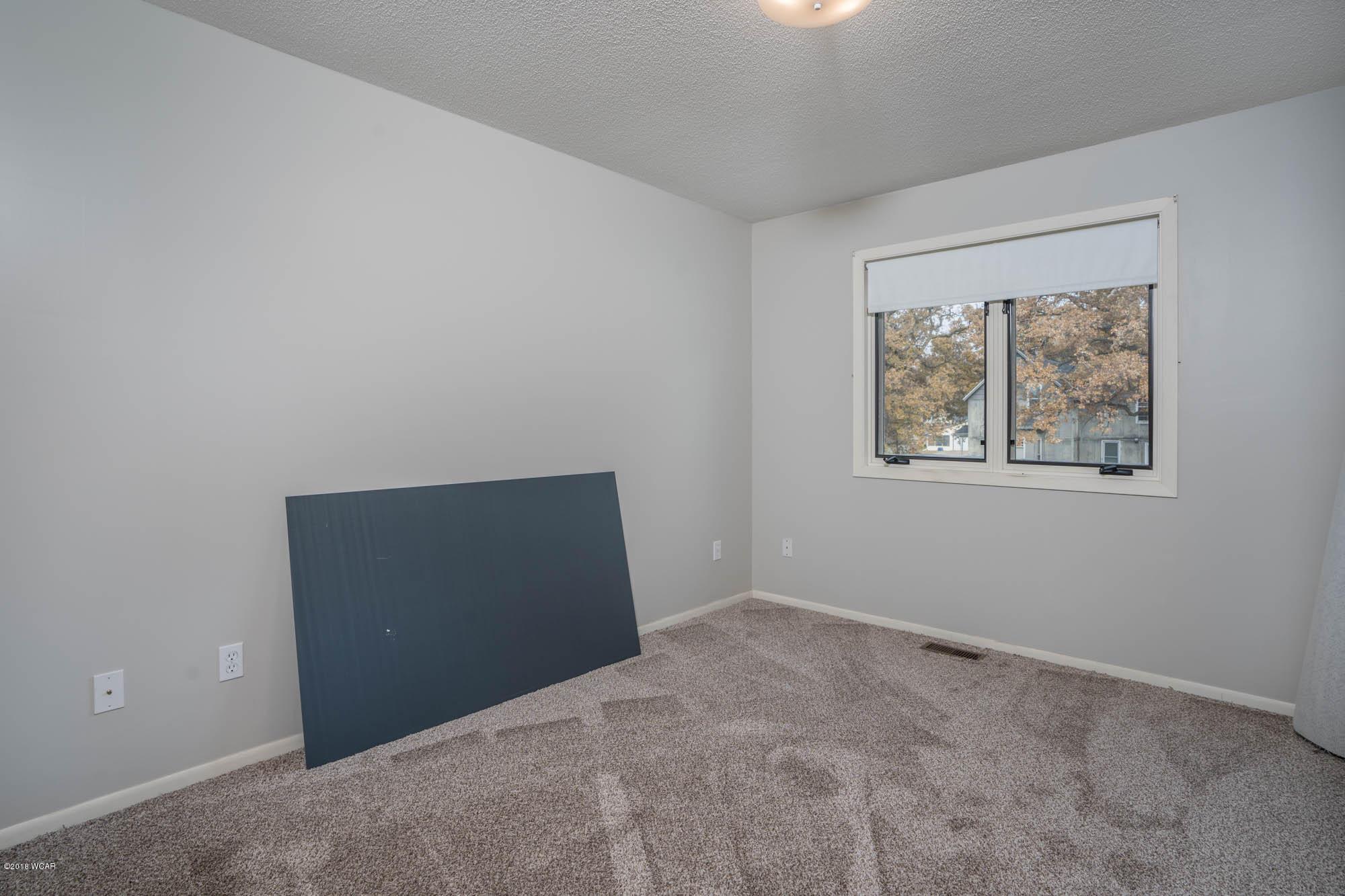 110 1st Avenue,New London,2 Bedrooms Bedrooms,2 BathroomsBathrooms,Single Family,1st Avenue,6032691