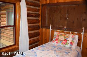 Cabin Bedroom3