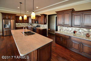 5 Expansive Kitchen Island