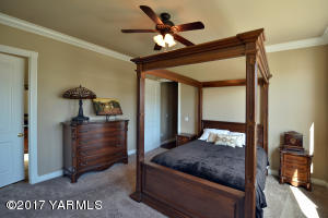 19 Guest Bedroom Suite