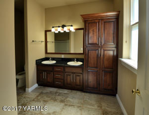 20 Guest Bathroom Suite