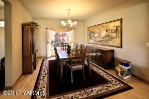 4 Formal Dining Room