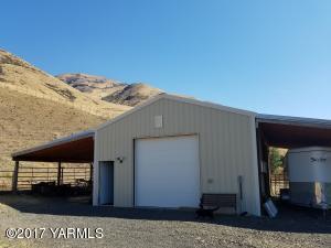 Barn, shop, tack room and horse stalls