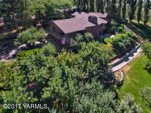 1060 Selah Heights and fruit trees