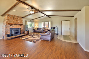 7a Tall Ceilings and Big Spaces