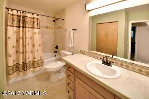 14 Updated Guest Bathroom