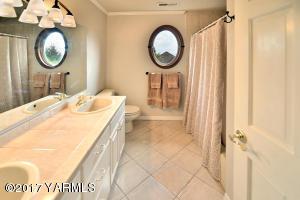 16a Full Bathroom Upstairs