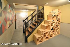 16e Lower Level Wine Room