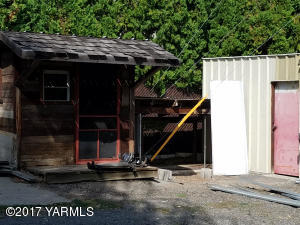 gardeners shed and storage shed