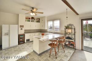 4a Charming Kitchen