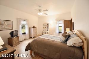6 Main Floor Bedroom