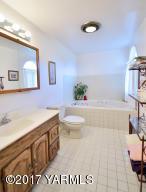 7 Spacious Main Floor Bath